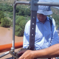 Jean Jacques Peters collecting data on the Río Balsas, Mexico